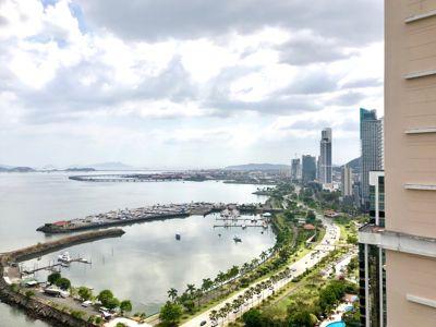 Beautiful views on Avenida Balboa, Panama